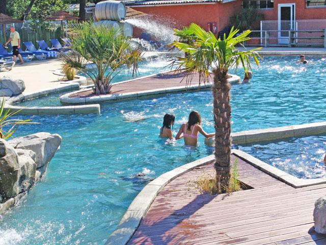 Les parcs aquatiques et les piscines dans les campings - Bassin nage a contre courant argenteuil ...