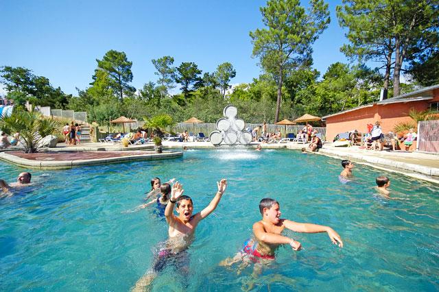 Waterparken en zwembaden in campaquapleinair campings in for Camping gironde piscine