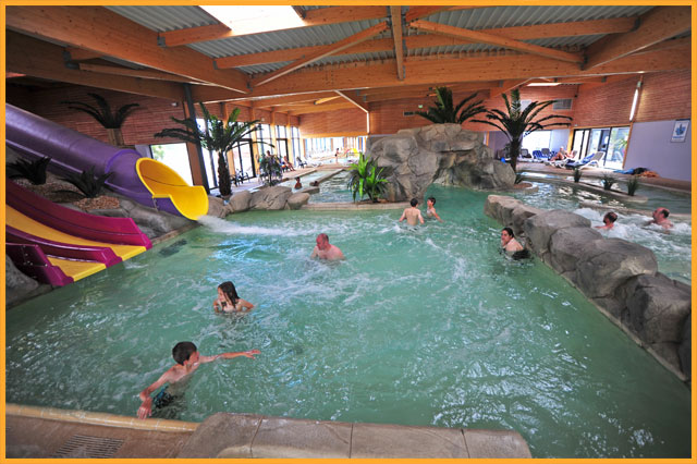 Water parks and pools in campaquapleinair campsites in for Camping piscine toboggan