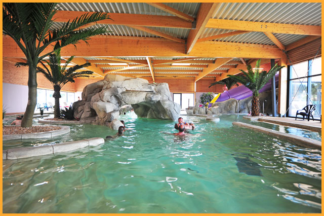 Les parcs aquatiques et les piscines dans les campings - Camping ile de re avec piscine couverte ...