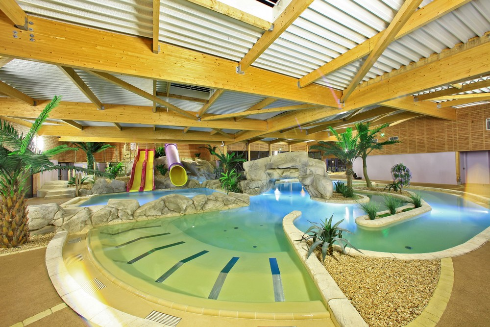 Les parcs aquatiques et les piscines dans les campings for Centre de vacances avec piscine couverte