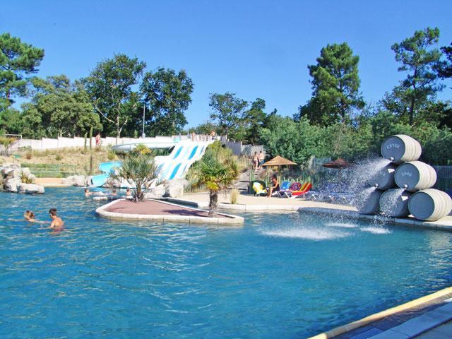 Les parcs aquatiques et les piscines dans les campings for Camping blonville sur mer avec piscine